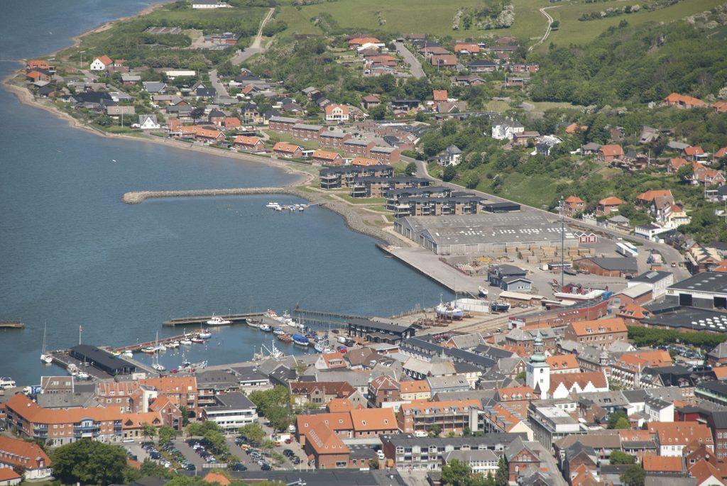 Luftfoto 29.05.09: Lemvig østhavn med Høgh Hagens store lagerhaller