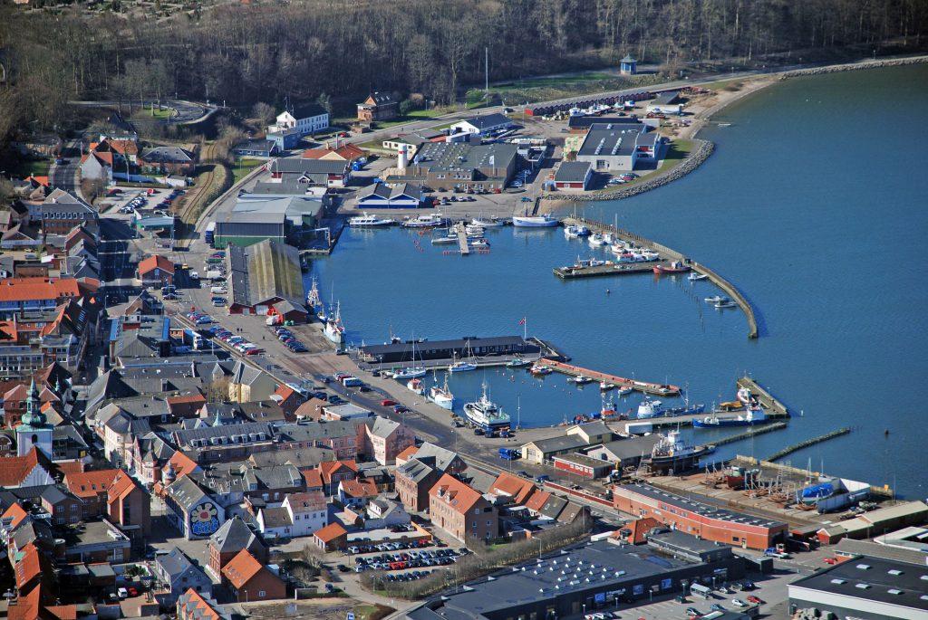 Luftfoto 20.03.07: Lemvig havn med auktionshal, smedie og isværk