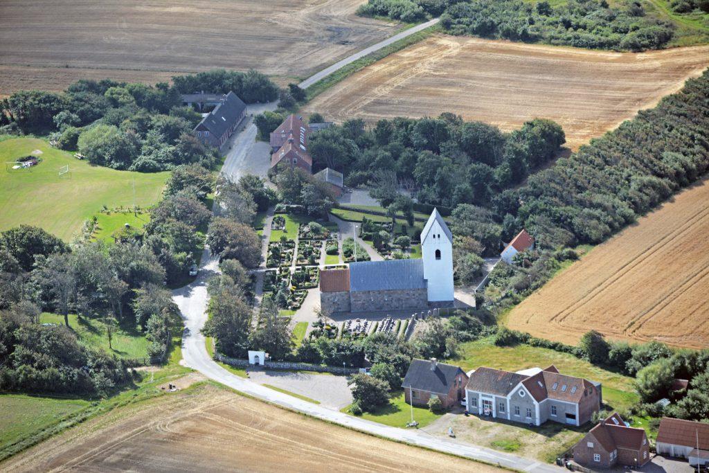 Dybe kirke (Lemvig kommune), luftfoto 190816