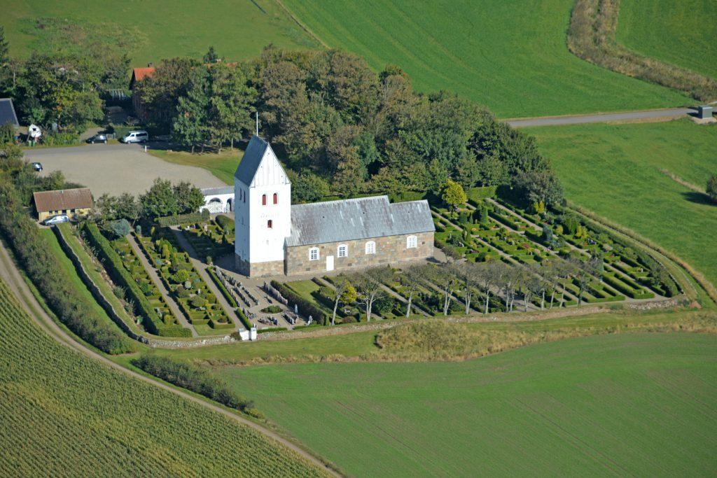 260916 Luftfoto: Fabjerg Kirke