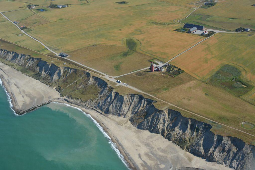 Bovbjerg fyr - Vesterhavet kommer tættere på (luftfoto 16-07-2018)