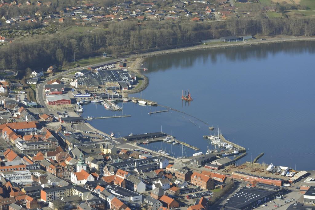 Luftfoto 11.02.14: Lemvig havn med ødelagt mole efter storm
