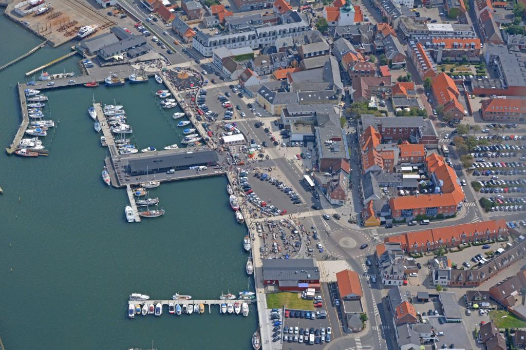 Luftfoto 28-07-14 bagagerumssalg på havnefronten