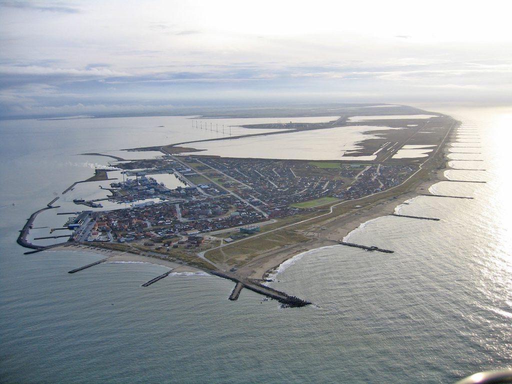 Luftfoto 21.11.03: Thyborøn set fra kanalen mod syd