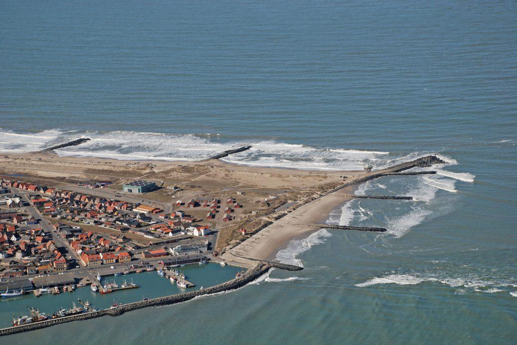 Luftfoto: Thyborøn by / kanal / Vesterhavet 2007