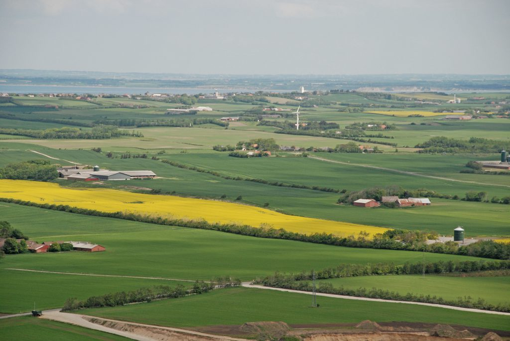 Luftfoto: Fabjerg med Nr. Nissum i baggrunden (i horisonten ses Thyholm)
