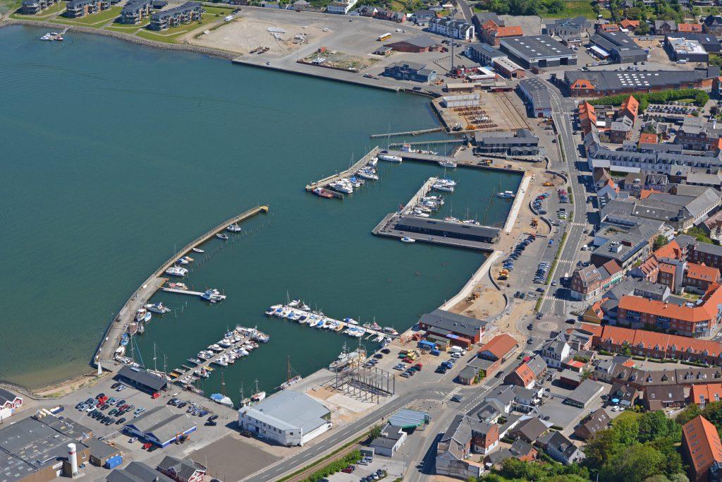 Luftfoto 08.06.14: Lemvig havn. Der arbejdes med ny havnefront