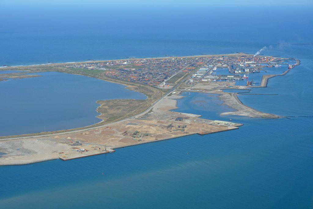 Luftfoto 04.05.16 Thyborøn set fra sydøst