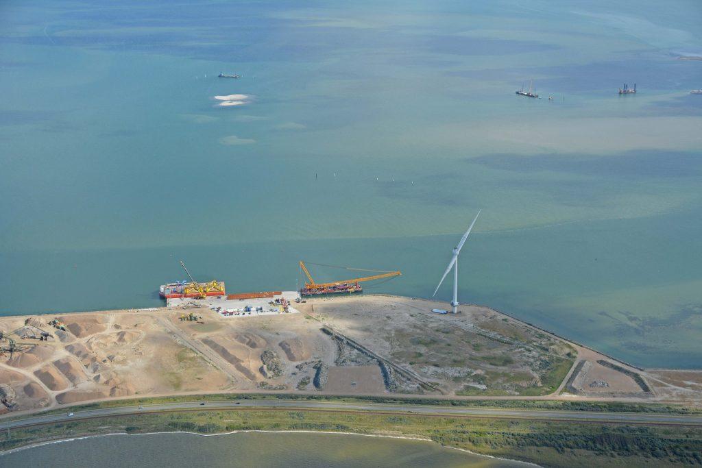 Offshorekaj - arbejdet med nye vindmølleri bredningen er i gang