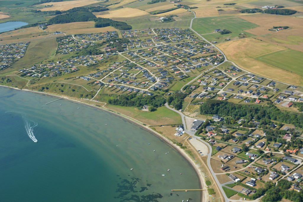 Luftfoto: Gjeller Odde sommerhusområde ved Limfjorden 16.07.18