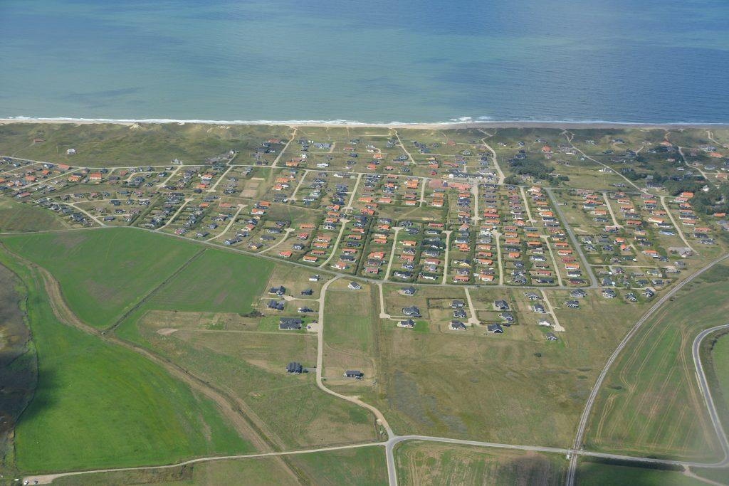 Luftfoto Vejlby Klit med Vesterhavet i baggrunden