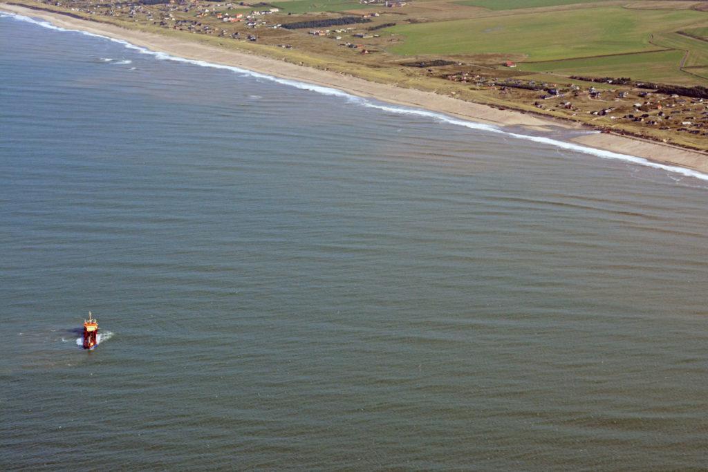 Sandfodring ved Vejlby Klit - sand pumpes fra skib til strand